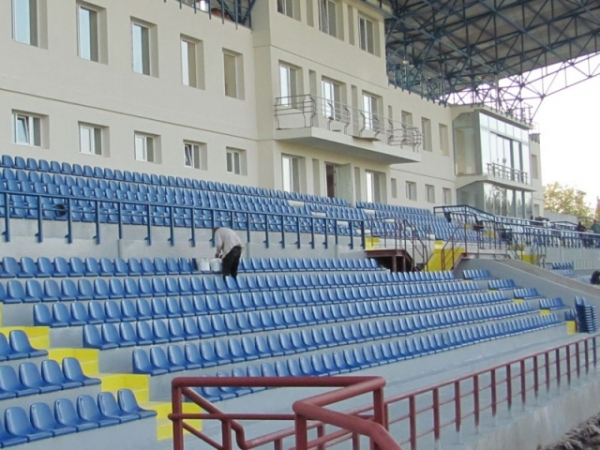 Stadiums and sport arenas with HYPERDESMO-1